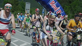Vienbėgių dviračių lenktynėse į kalną – kostiumų šou ir beprotiška nuotaika