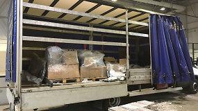 Iš Baltarusijos gabentų gipso plokščių viduje – cigarečių kontrabanda