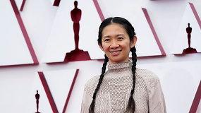 """Kinijoje cenzūruojama Chloe Zhao pergalė """"Oskaruose""""  – filmas mįslingai dingo ir iš kino teatrų repertuarų"""