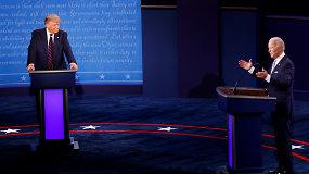 """Politiniuose debatuose JAV kandidatai užkūrė tikrą pirtį: rėkė vienas per kitą, švaistėsi įžeidimais ir reikalavo """"užsičiaupti"""""""