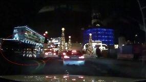 Naujas vaizdo įrašas: kaip sunkvežimis įskriejo į Berlyno Kalėdų mugę