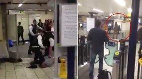 """Teroristinis išpuolis Londono metro: vyras žmones badė peiliu ir šaukė """"Tai — už Siriją"""""""
