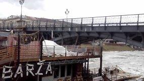 Ledonešio plukdomos baržos susidūrimas su Žvėryno tiltu