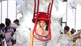 """Pakvaišusį arbatos vakarėlį primenantis """"Vivienne Westwood"""" naujos kolekcijos pristatymas"""