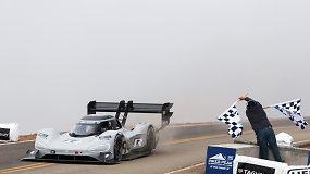 """Pirmuoju """"Volkswagen"""" lenktyniniu elektromobiliu pasiektas rekordas"""