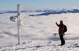 Karpatų viršūnėse žiema iš ledo sukūrė kerinčias skulptūras