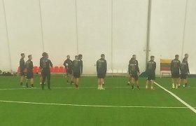 Italijos futbolo rinktinė treniruotę rengė pripučiamame Karoliniškių stadione