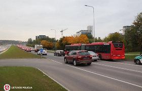 Antradienį šalyje žuvo vairuotojas, medikų prireikė keliavusiems be saugos diržų