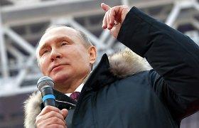 """""""Putino rinkimų"""" cirkas: jokių netikėtumų ir pigiais šprotais viliojami rinkėjai"""