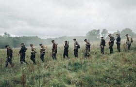 """R.Banionio """"Purpurinis rūkas"""": apie vidinę laisvę, istorijos mėsmalę ir dramaturgijos iššūkius"""