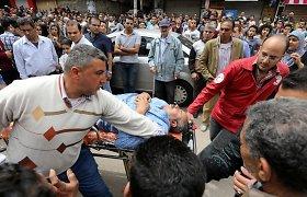 Egipto prezidentas po sprogdinimų koptų bažnyčiose įvedė trijų mėnesių nepaprastąją padėtį