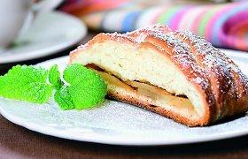 Rudens gėrybėmis pagardinti mieliniai kepiniai: blynai, bandelės pyragai