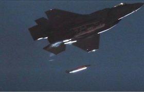 """Išslaptintame vaizdo įraše parodytas pirmasis tokio tipo karinis bandymas: """"F-35"""" numetė B61-12 branduolinę bombą"""