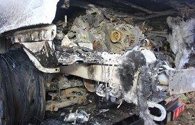 Šalia kelio Vilnius–Zarasai rastas neatpažįstamai sudegęs žmogus prie sudegusio BMW