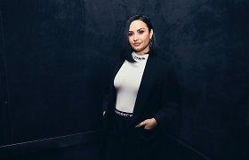 Apie perdozavimą Demi Lovato primena pažeistos smegenys, galimybę vairuoti atėmęs suprastėjęs regėjimas