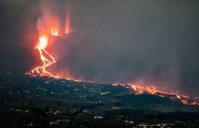 La Palmoje dėl ugnikalnio išmestų pelenų savaitgalį vėl buvo atšaukti skrydžiai