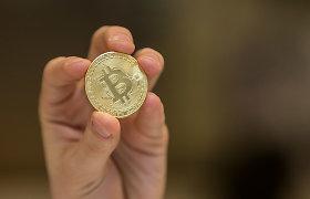 """""""Tesla"""" pranešė investavusi 1,5 mlrd. JAV dolerių į bitkoinus"""