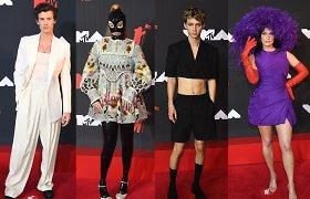 """Stiliaus """"perliukai"""" MTV apdovanojimuose, arba Kai įvaizdį sugadina viena detalė"""