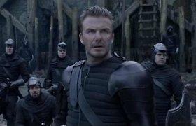 """Davidas Beckhamas filme """"Karalius Artūras"""" debiutavo kaip aktorius: žiūrovai jo vaidybą sumalė į miltus"""