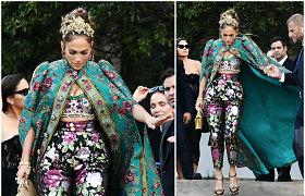 """Į """"Dolce & Gabbana"""" šou Venecijoje atvykusi J.Lopez pakerėjo karališka apranga"""
