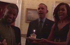 Ypatingas gimtadienis: atlikėją Usherį Baltuosiuose rūmuose pasveikino Barackas ir Michelle Obamos