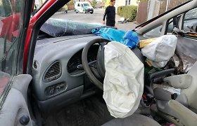 Pakruojo rajone du neblaivūs vaikinai pavogė automobilį ir sukėlę eismo įvykį pasišalino