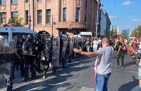 Prie Seimo žygiavusi minia išsiskirstė: dėl neramumų gali būti pradėtos bylos