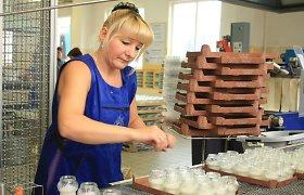 Motociklininko Gintauto Igario žvakių fabrikėlis Kartenoje Vėlinėms rengiasi visus metus