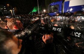 Tbilisyje prie CRK pastato įvyko policijos ir opozicijos šalininkų susirėmimų