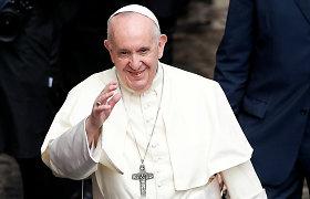 """Popiežius paragino J.Bideną skatinti """"susitaikymą ir taiką"""""""