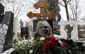 Urna su operos žvaigždės Dmitrijaus Chvorostovskio palaikais atgabenta į jo gimtąjį Krasnojarską