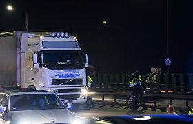 Su kvapu per Lietuvą važiavęs lenkas vilkiko vairuotojas užsidirbo bylą ir už kyšį