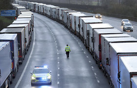 Po baisios vilkikų vairuotojų patirties – Seimo užmojis uždrausti mokėti algą grynaisiais