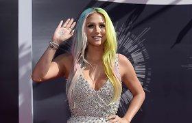 Dainininkė Kesha iškėlė bylą savo prodiuseriui Dr. Luke'ui dėl seksualinio prievartavimo