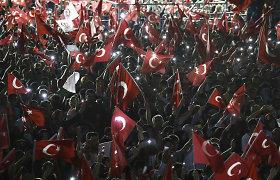 Turkijoje dėl nesėkmingo perversmo 121 žmogus nuteistas kalėti iki gyvos galvos
