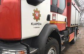 Klaipėdos ugniagesiai sulėkė gesinti angaro Šilutės plente