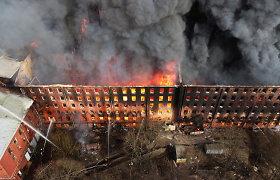 Sankt Peterburge dėl didžiulio gaisro istoriniame fabrike sulaikyti du asmenys