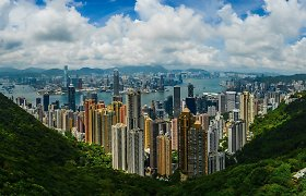 FT: investiciniai bankai kinų įmonėms pataria IPO iš JAV perkelti į Honkongą