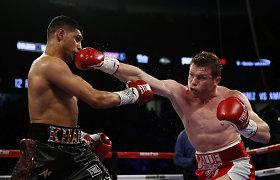 Žvėrišku smūgiu varžovą į nokautą pasiuntęs S.Alvarezas apgynė WBC diržą