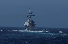 Rusija teigia išvijusi iš savo vandenų amerikiečių karo laivą, Vašingtonas neigia