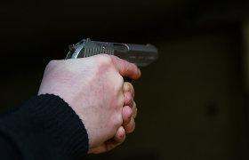 Jurbarko rajone neblaivus jaunuolis į ginklą panašiu daiktu prigąsdino paauglę