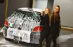 Naują automobilių savitarnos plovyklą šimtai panevėžiečių apgulė net per lietų