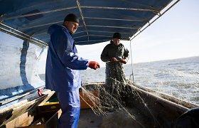 Parlamentarams pristatomos pataisos dėl verslinės žvejybos Kuršių mariose draudimų