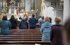 Katalikų vyskupai žada artimiausiu metu priimti sprendimą dėl pamaldų