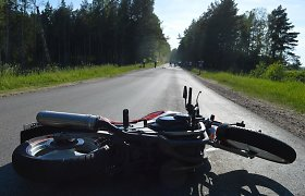 Trakų rajone automobilis numušė du motociklus: ligoninėje – policijos pareigūnas