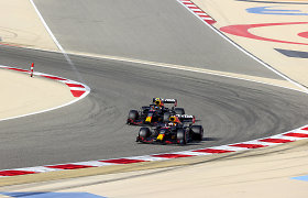 """F-1 sezono prologas Bahreine: pirmąją """"pole"""" poziciją šiemet iškovojo M.Verstappenas"""