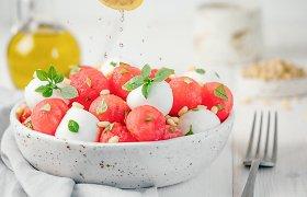 Valgiaraštis karštam savaitgaliui: 30 gaivių, lengvų ir vėsinančių patiekalų