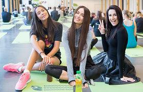 Atviroje jogos pamokoje laiko sau skyrė Karolina Meschino, Ieva Daugirdaitė ir Katažina