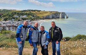 """4 lietuviai motociklais leidosi į Normandiją: """"Ši kelionė pakeitė nuomonę apie kaukių nešiojimą"""""""
