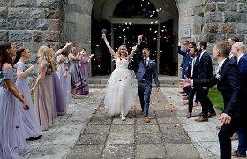 """Tikros lietuviškos vestuvės: """"Baltų varnų"""" narės Mildos ir """"Arbatos"""" bosisto Juliaus meilės šventė"""